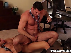 Ripped officehunk buttfucks bear looking for closure