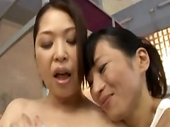 The mature lesbian who presses in the public bath
