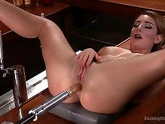 Big Booty Squirter Soaks the Speakeasy!