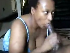 Mature Ebony allows to film the blowjob on amateur cam