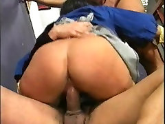 Mature housemaid gets ass fucked a stranger