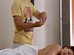 Masseuse massage