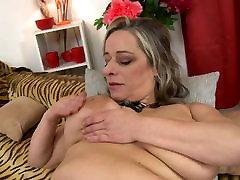 Mature bigtit mother needs a good sex