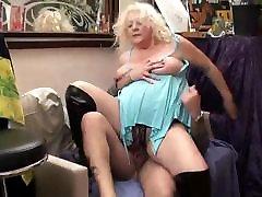 AMATEUR BBW GRANNY BIG TITS SEX