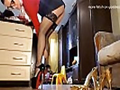 Crush foot fetish on goddessbagira.com