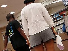 Creep shots big jiggly ebony ass
