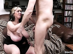 Big boobs girl spreads legs at first date