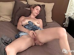 Yanks Sexy Harley Rhodes Fingers Her Ass