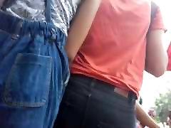 בחורה הודית בג ינס