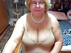 Granny just wanted to rub her pussy