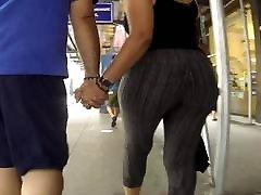 Big booty shaking on camera