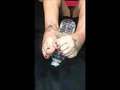 Ani Small Mature Latina Feet Gives Footjob to Bottle