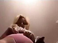 Vieja con pantys rosados de toca y se desnuda - Watch part2 on PantiesHunter.com