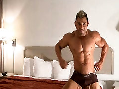 Muscle Hunk posing nude