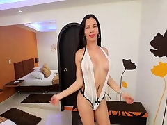 Carolina is sweet young tranny who loves stuffing her ass