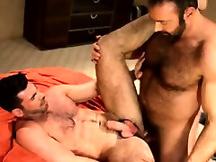 Hot gay bear cums on muscly hunk