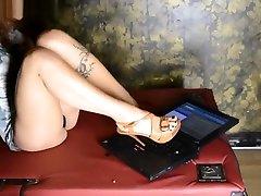 The Beautiful Crusher - Crush Fetish Laptop at Sadika hard mature bbw CLub