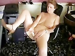 Sexy mature house wife masturbating