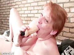 Crazy mature woman sucking huge dildo part5