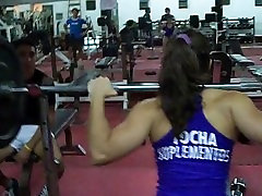 latin teen fbb squats 405 with spotter
