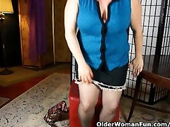 Chubby mom needs to take care of her pussy after work