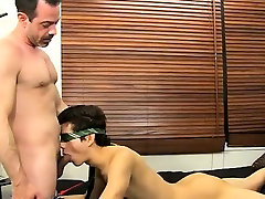 Gay nude porno Mike ties up and blindfolds the youthful Span