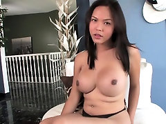 Amateur ladyboy loves wanking her cock