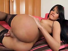 Lovely Colombian shemale VeronicaXXX play with tranny